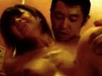 【セックスエロ動画】エレベーターの中で犯されるも汗だくで感じてしまうショートヘアお姉さん もちづきる美