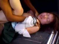 【セックスエロ動画】下校中のJKを車で拉致って野外レイプ!泣きわめく少女を容赦なく犯す残忍な膣内射精姦・・・